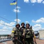 Фото. Над ГорСоветом Славянска поднят украинский флаг