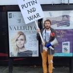 Видео. Бизнесмен Чичваркин в Лондоне протестует против Путина